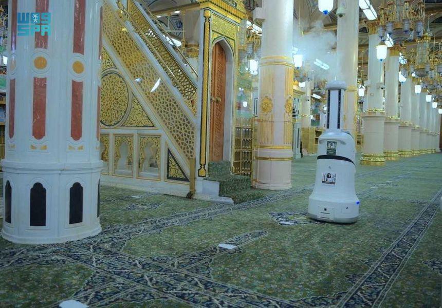 Смарт робот в мечети Аль-Харам